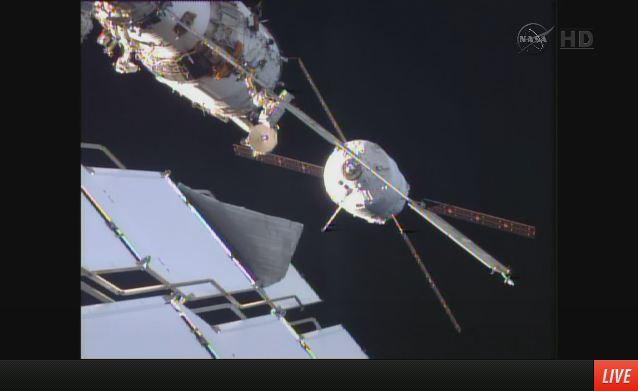 ATV5 a 19 metri dalla Stazione Spaziale Internazionale durante le manovre per il docking il 12 Agosto 2014.